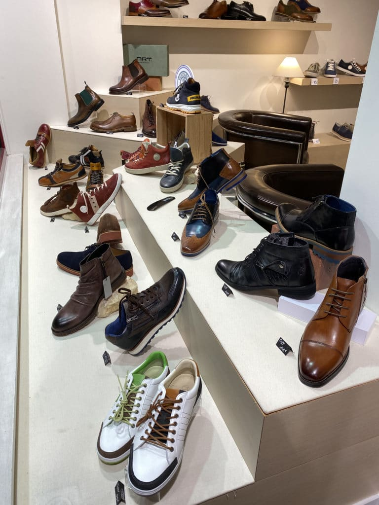 Vitrine chaussures homme